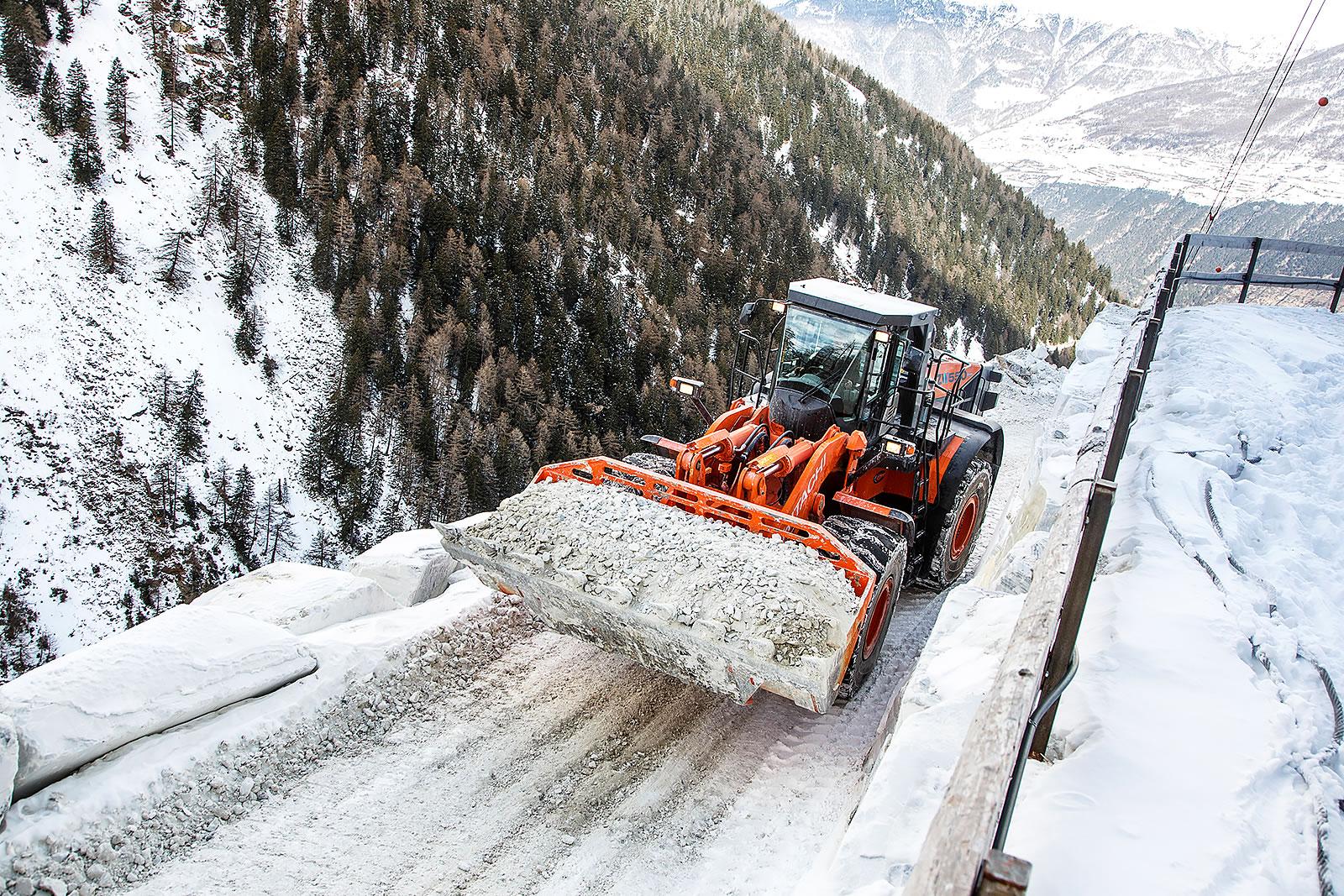 Hitachi ZW550-5 wheel loader lifting marble