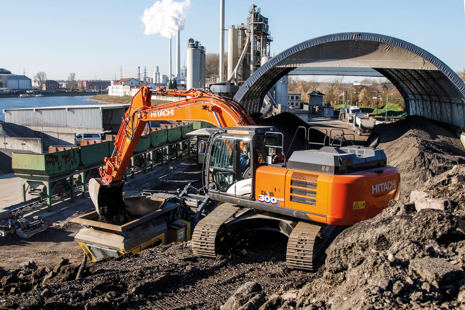 Hitachi ZX300LCN-6 excavator excavating for Fred Walther Baggerbetrieb