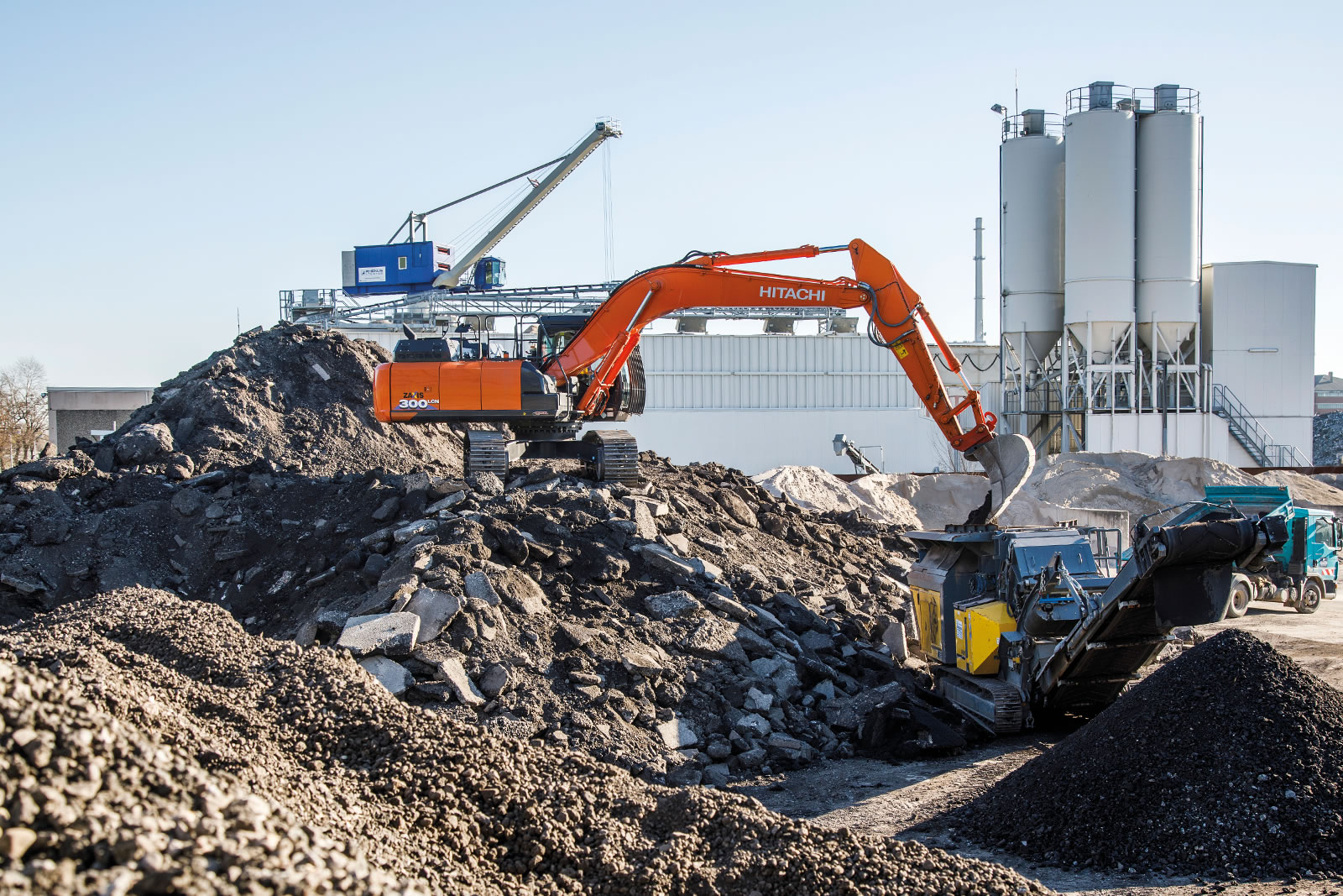 Hitachi ZX300LCN-6 excavator on a recycling sire in Karlsruhe