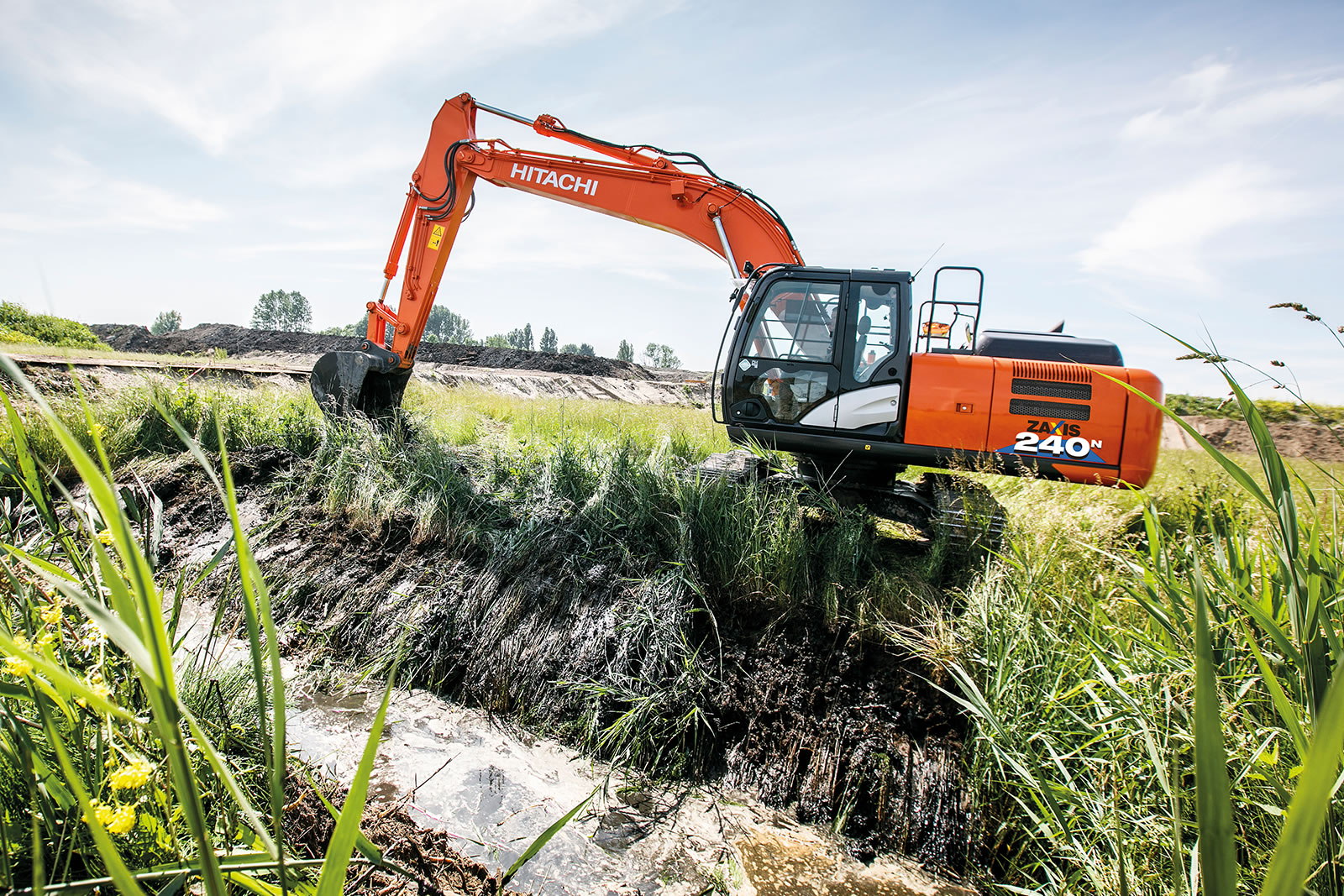 Hitachi ZX240LCN-6 excavator with short-tail swing