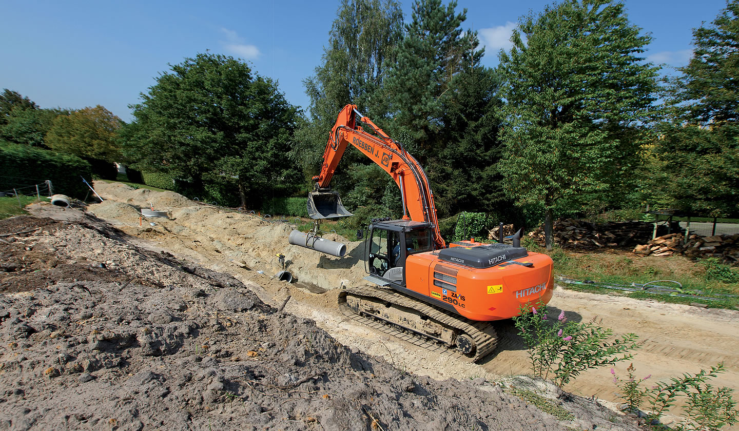 ZX290LC-5 excavator laying pipes in Belgium