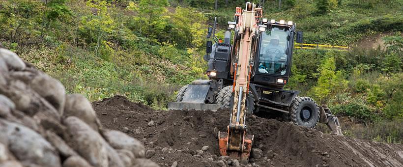 Hitachi wheeled excavator test drive