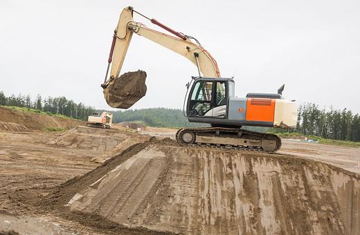 Hitachi medium excavator test drive