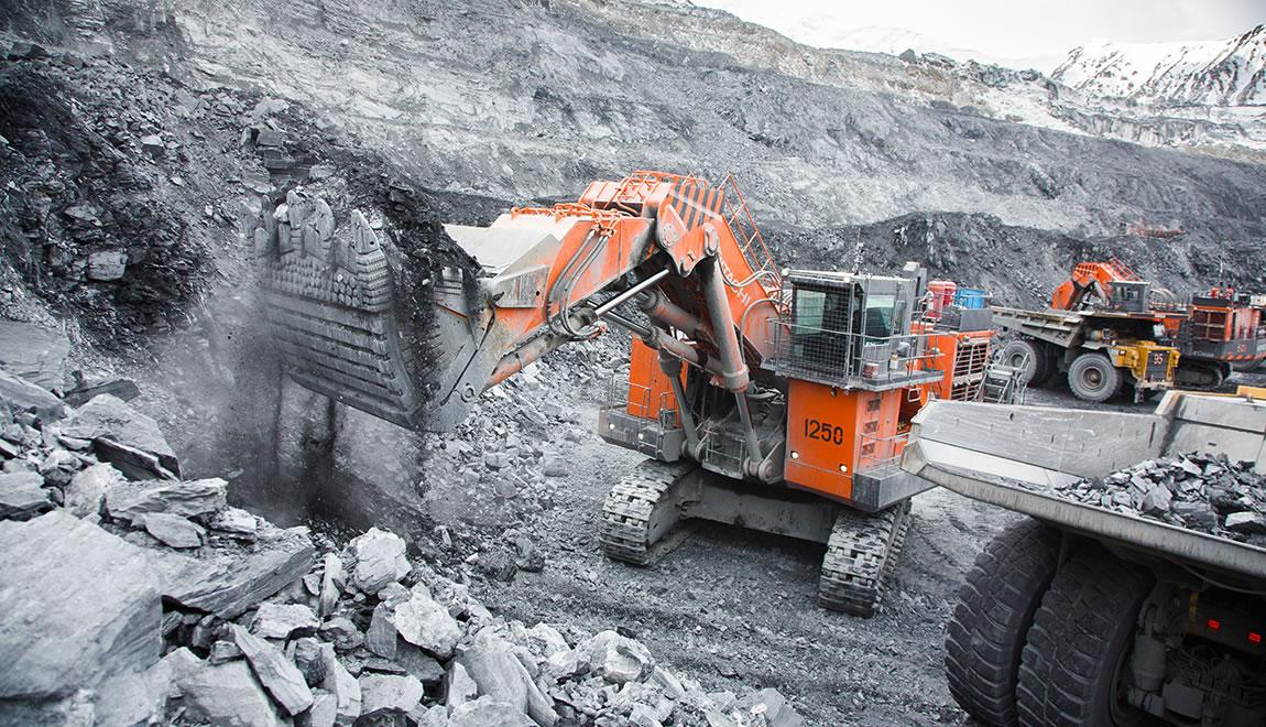 Hitachi EX3600-6 loads dump truck