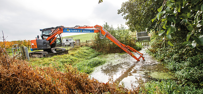 Hitachi ZX85US-5 long reach carries out flood prevention